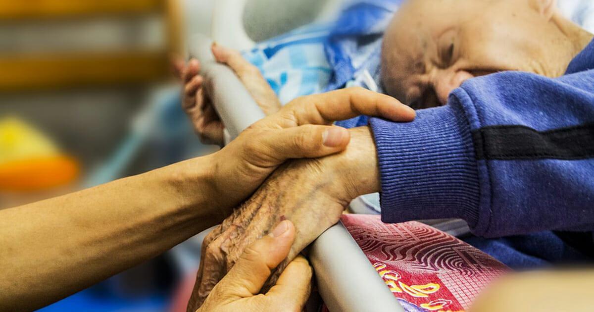 """Pflegekräfte sollen laut Aussage Jens Spahns """"drei, vier Stunden mehr pro Woche"""" arbeiten"""