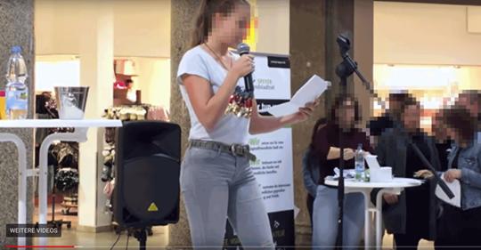 Tochter von AfD Politikerin sorgt mit rassistischem Gedicht für Eklat