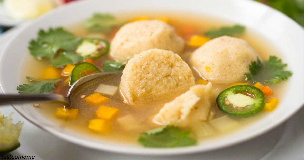 Suppe mit Gemüse, Käse und Hühnchen: perfekt zum Mittag- und Abendessen