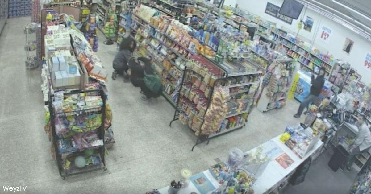 2 Teenager wollten einen Laden ausrauben - aber nach 30 Sekunden bedankte sich der Besitzer bei ihnen!