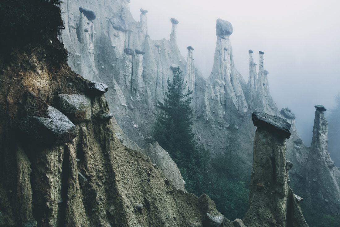 Ausländische Landschaft in den italienischen Alpen