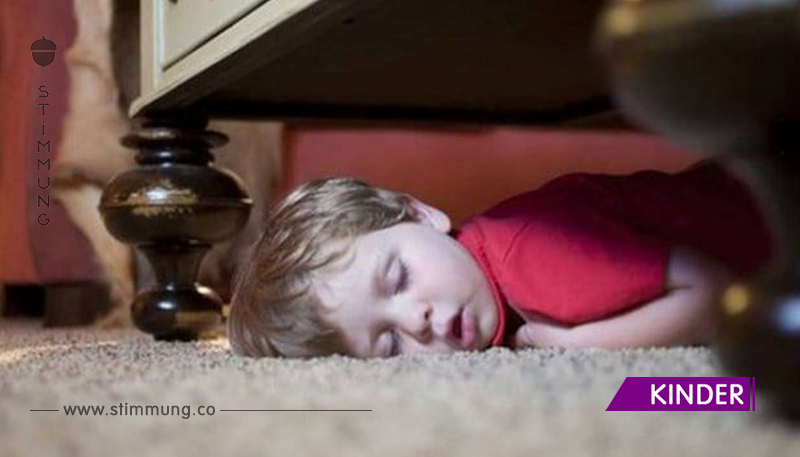 Kinder können überall einschlafen. Zu Tränen!