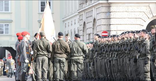 Räuber stachen auf Soldaten ein