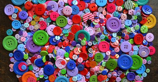 Verwandeln Sie Ihre alten Knöpfe in bunte Kunstwerke mit einem einzigartigen Look! 12 tolle Ideen!
