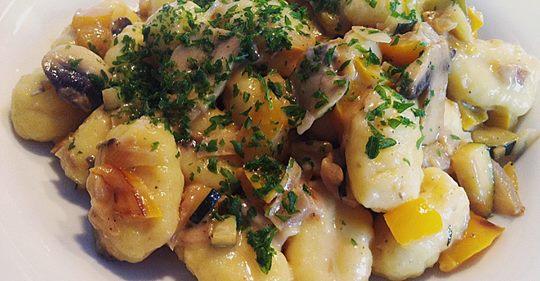 Gnocchipfanne mit Champignon Schinken Sahnesauce