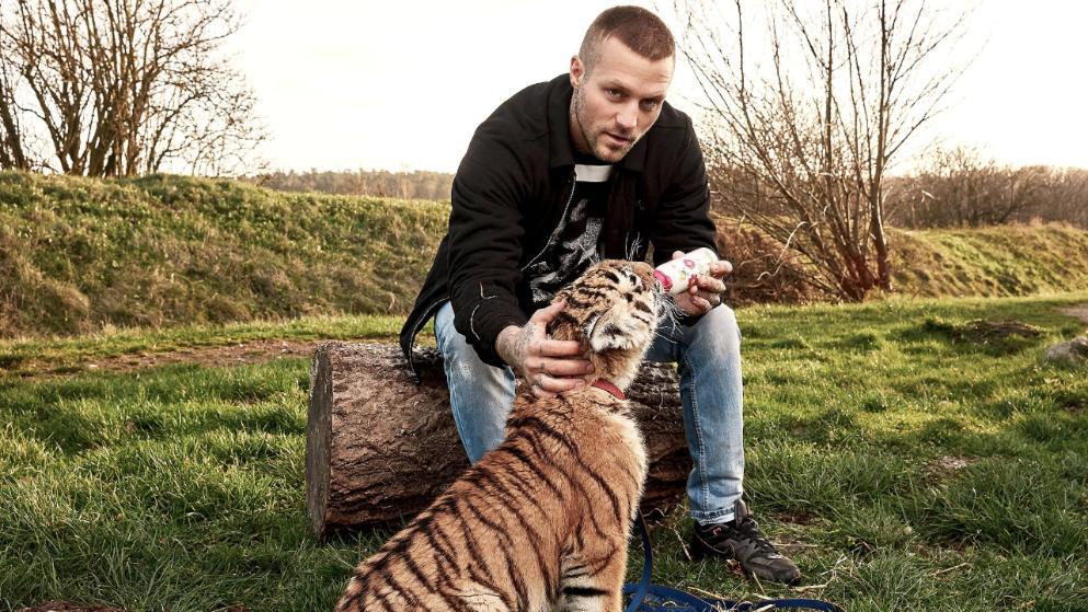 Gangster-Rapper rettet Tiger-Baby