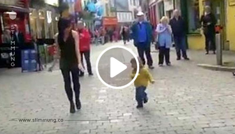 Ein kleines Mädchen unterbricht Straßentänzerin – anstatt sauer zu werden, erfreuen sie gemeinsam die Zuschauer