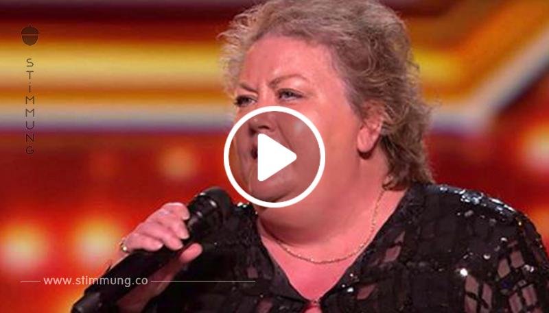 Das Publikum lacht 53 jährige Farmerin auf der Bühne an: Schau Dir an, wie sie kontert!