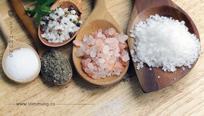7 Warnsignale deines Körpers für zu viel Salz im Essen.