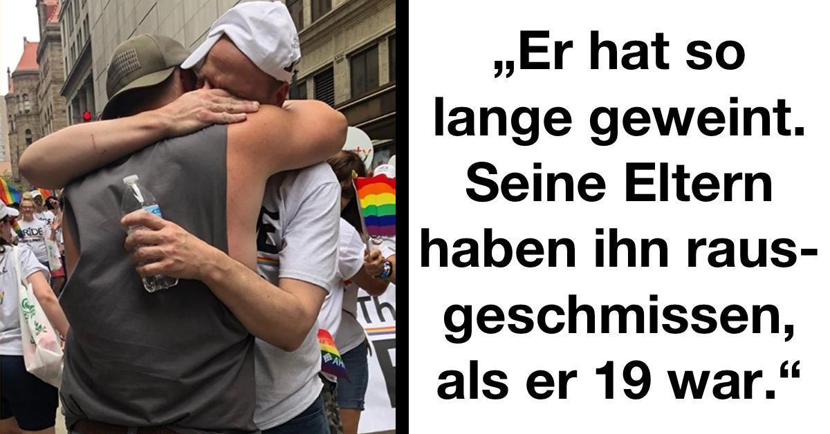 Papa umarmt verstoßene Kinder auf Schwulenparade.