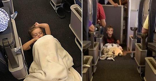 Flugbegleiter kümmern sich um ausrastenden Jungen