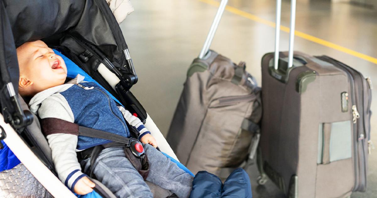 Ein Flugzeug musste umkehren, nachdem eine Mama der Crew mitteilte, dass sie ihr Kind am Flughafen vergessen hatte