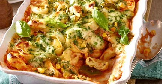 Tortelloni Auflauf mit Paprika und Mais