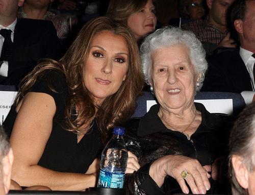 Celine Dion erhält emotionale Unterstützung von Fans, nachdem ihre geliebte Mutter verstorben ist