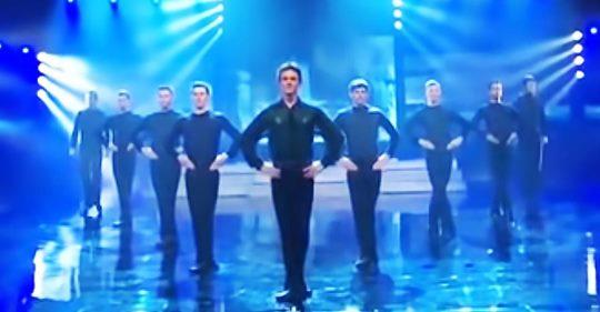 Riverdance-Performance wird noch besser, als die Trommeln ins Spiel kommen