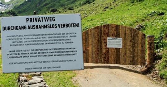 Kuh-Attacken: Holztor versperrt Wanderern nun Weg