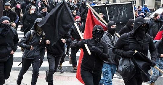 Wie sich Deutschland mit wirren Zahlenspielen linke Gewalt kleinredet