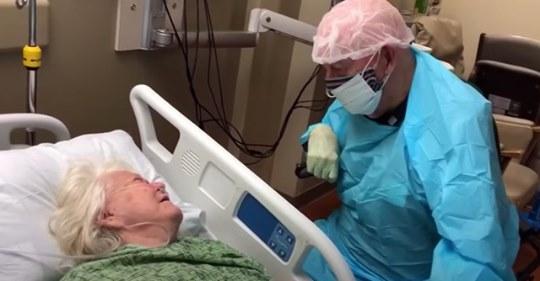 Video: 90 Jähriger verabschiedet sich für immer von Ehefrau
