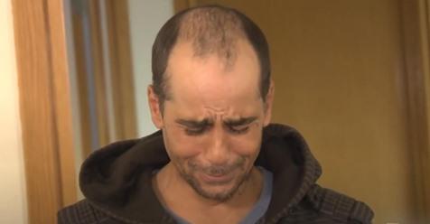 Obdachloser Mann findet Scheck über 10.000 Dollar und gibt ihn dem Besitzer zurück - Als Dank gibt sie ihm ein Zuhause
