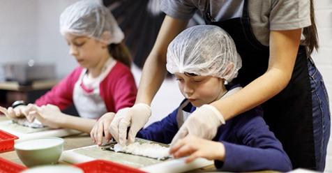 Eltern und Lehrer wünschen sich das Fach Hauswirtschaft zurück, um den Kindern die grundlegendsten Skills fürs Leben beizubringen