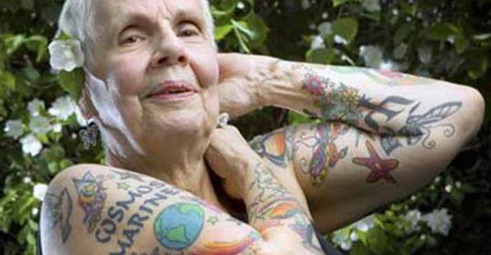 Tattoo im Alter: 15 Rentner zeigen stolz ihre Tattoos