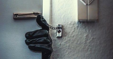 Einbrecher im Haus: 10 Verhaltenstipps für zwei Szenarien