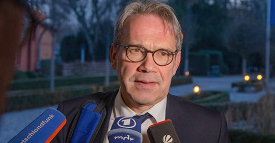 Altparteien wollen jetzt AfD-Verbot: So wehleidig sind deutsche Politiker