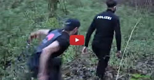 """Syrer lebt vom deutschen Staat und filmt """"Erschießung"""" von Polizisten"""