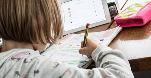 Corona Lockdown: Wie man Kinder beim Homeschooling am besten motiviert