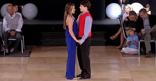 Der Tanz der Teenager beeindruckt die Jury und sichert ihnen den 1. Platz bei den Grand Nationals