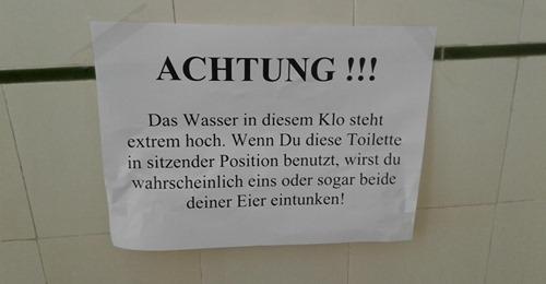 15 lustige Klozettel auf öffentlichen Toiletten