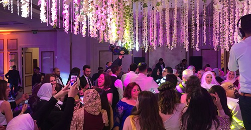 Berlin: Arabische Großfamilie feiert mit 55 Gästen Hochzeit – Polizei löst Fest auf, Kind verletzt sich