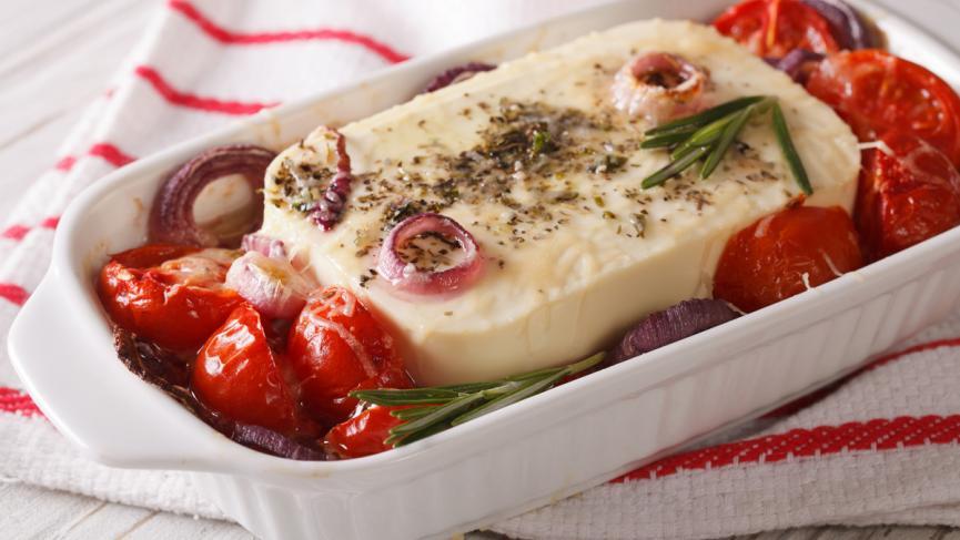 Gebackener Kräuter Schafskäse an Tomatenragout