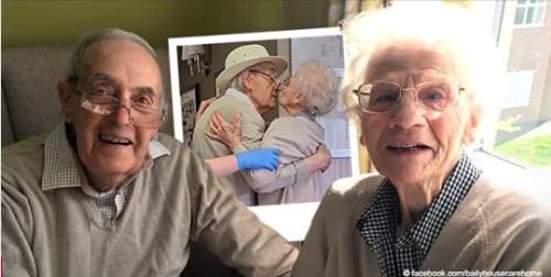 Bewegender Moment, in dem sich ein älteres Paar nach einigen Monaten trifft