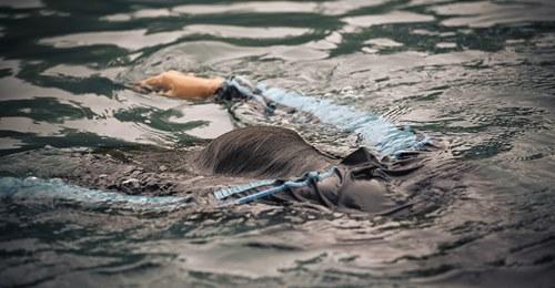 Bayern: Junge (†2) verschwindet bei Kita Ausflug, durchbricht Absperrung – ertrinkt hilflos in Kanal