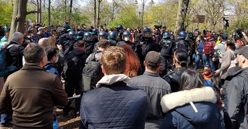 Mega Protest in Berlin: Polizei mit Pfefferspray & Co. gegen friedliche Demonstranten