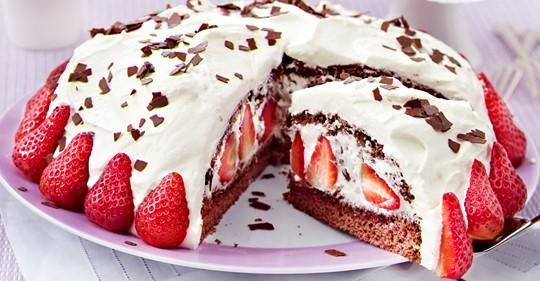 Erdbeer Stracciatella Torte   so geht's