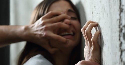 Niedersachsen: Mann (24) hält tagelang Mädchen (14) gegen ihren Willen in Wohnung fest – soll sie verletzt haben