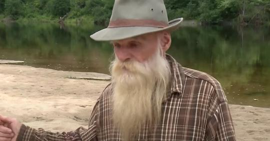 81 jähriger Mann wird nach fast 30 Jahren aus Hütte im Wald vertrieben